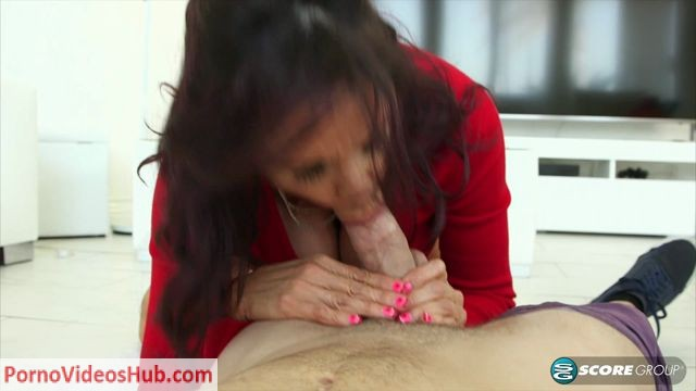 60PlusMilfs_presents_Lisa_Marie_proves_theres_a_first_time_for_everything_-_18.05.2018.mp4.00002.jpg
