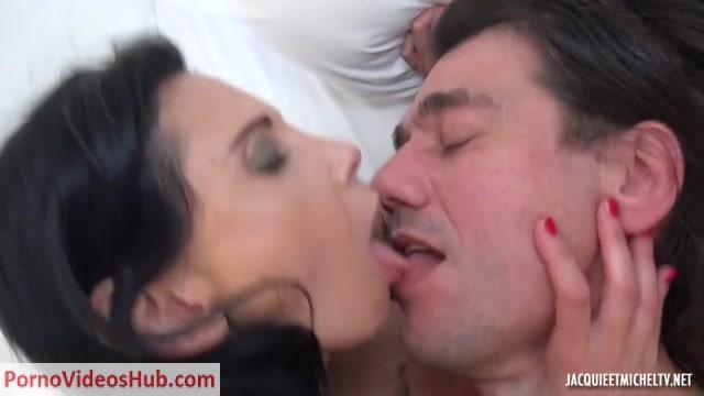 Watch Online Porn – Jacquieetmicheltv presents Elise, 44ans, prof de francais a Sevres – 06.05.2018 (MP4, SD, 854×480)