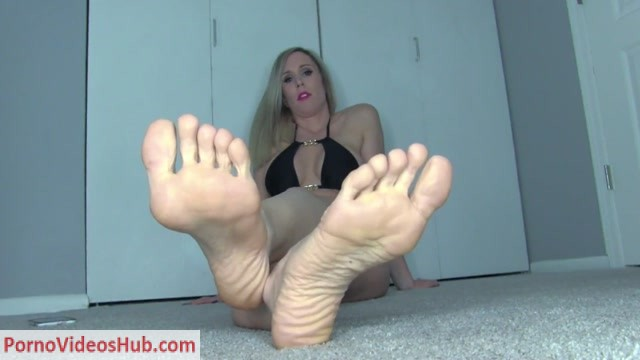 Lyne_Financial_Dominatrix_in_Submit_to_My_Soles_loser_.mov.00001.jpg