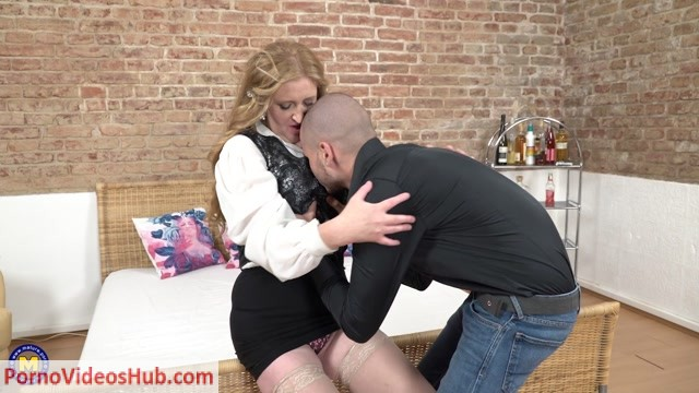 Mature.nl_presents_Angelica__46__in_kinky_mature_Angelica_doing_her_toyboy_-_30.05.2018.mp4.00001.jpg