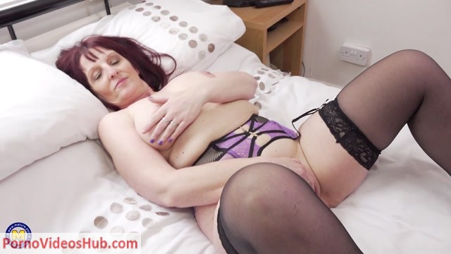 Watch Online Porn – Mature.nl presents Beau Diamonds (EU) (49) in British housewife Beau Diamonds playing with her toys – 29.05.2018 (MP4, FullHD, 1920×1080)