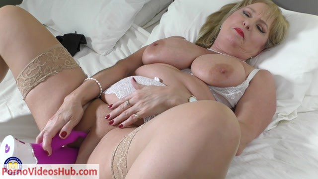 Mature.nl_presents_Lorna_Blu__EU___57__in_big_breasted_housewife_Lorna_Blu_playing_with_her_toy_-_17.05.2018.mp4.00015.jpg