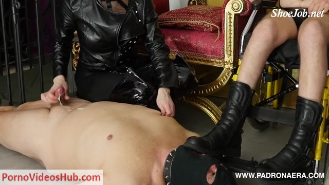 Watch Online Porn – PadronaEra presents Lick Paraplegic Feet, Boot Worship On Wheelchair (MP4, FullHD, 1920×1080)