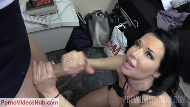 Watch Online Porn – Premiumbukkake presents Veronica Avluv #2: Handjob (MP4, FullHD, 1920×1080)