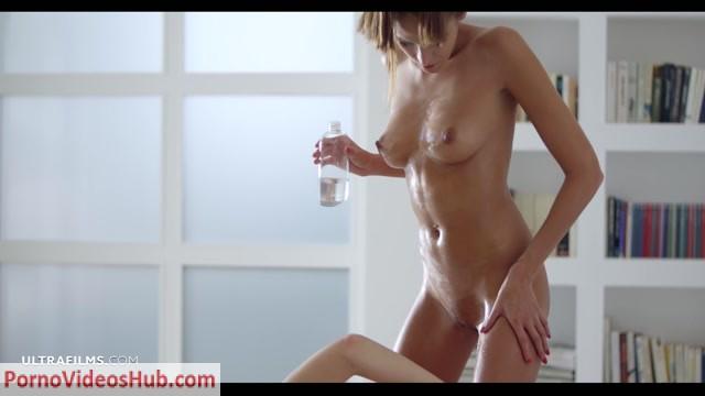 UltraFilms_presents_Silvie__Silvie_de_Lux__Silvie_Deluxe___Silvie_Luca_in_Girl_Sex_Lesson_-_16.05.2018.mp4.00004.jpg