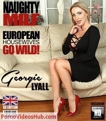 1_Mature.nl_presents_Georgie_Lyall__EU___33__in_British_Georgie_Lyall_fingering_herself_-_05.06.2018.jpg