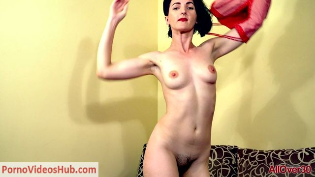 Allover30_presents_Sara_D_34_years_old_Interview_-_27.06.2018.mp4.00009.jpg