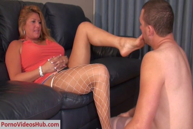 BratPrincess_presents_Daniela_in_Eaten_to_Orgasm_by_Daughters_Cuckold.mp4.00008.jpg