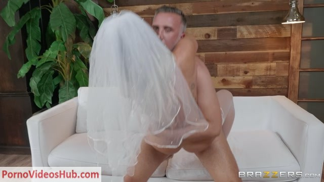 Watch Online Porn – Brazzers – BigWetButts presents Cali Carter in Big Wet Bridal Butt – 17.06.2018 (MP4, FullHD, 1920×1080)