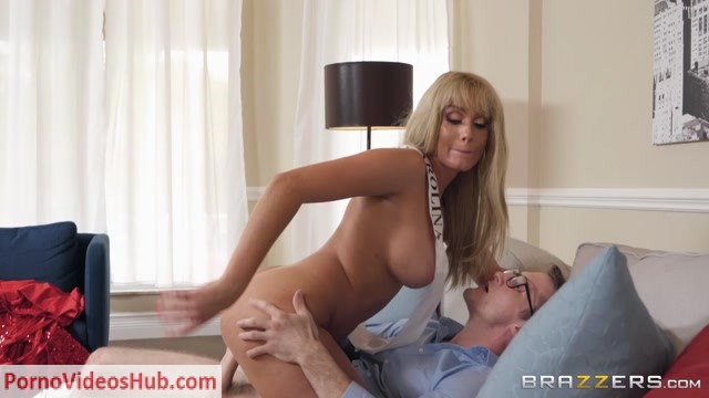 Brazzers_-_BrazzersExxtra_presents_Athena_Palomino_in_The_Pageant_Queen_-_14.06.2018.mp4.00006.jpg