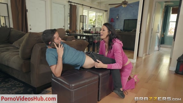 Brazzers_-_MommyGotBoobs_presents_Reagan_Foxx_in_Im_A_Total_MILF__-_29.06.2018.mp4.00000.jpg