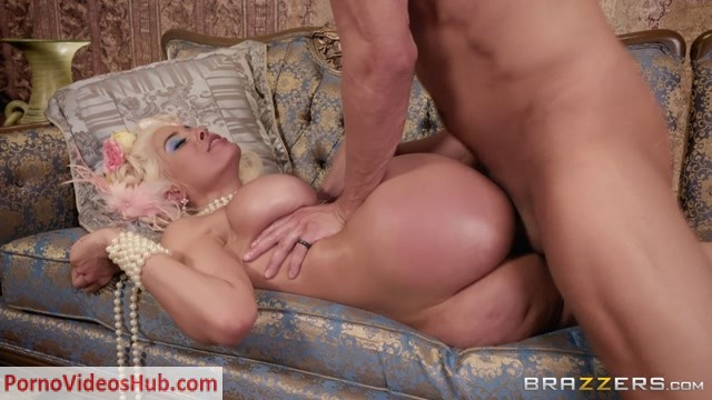 Brazzers_-_PornStarsLikeItBig_presents_Luna_Star_in_Let_Them_Eat_Ass_-_09.06.2018.mp4.00013.jpg