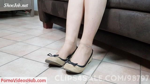 Watch Online Porn – Dame Olgas Foot Fetish Club presents Orgasm Denial After Nylon Footjob And Cum In Flats (MP4, FullHD, 1920×1080)