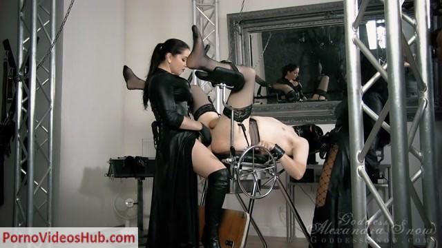 Watch Online Porn – Goddess Alexandra Snow & Mistress Ezada Sinn in Spread and Fucked (MP4, HD, 1280×720)