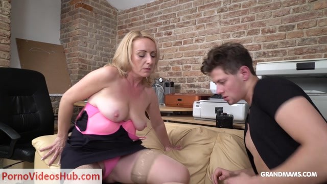 Grandmams_presents_Linda_Eating_Cum_From_Napping_19_Year_Old.mp4.00007.jpg