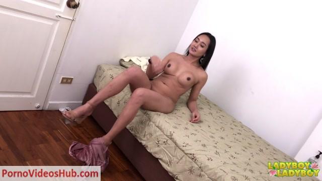 Watch Online Porn – Ladyboy-ladyboy presents Lilly Creamy Load Of Cum! – 07.06.2018 (MP4, HD, 1280×720)