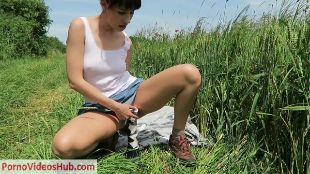 ManyVids_presents_Mylene_in_CUSTOM__Farmers_daughter_loves_to_fuck_-_22.06.2018__Premium_user_request_.mp4.00014.jpg