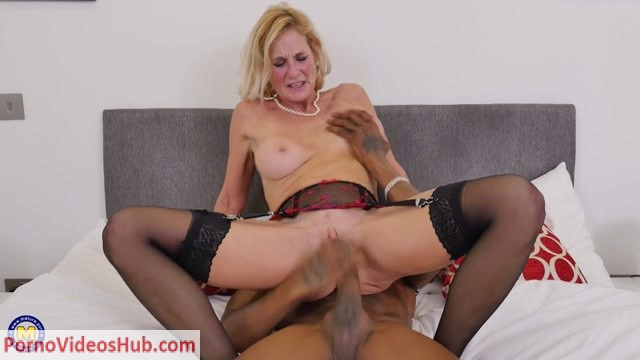 Mature.nl_presents_Molly_Maracas__EU___54__in_British_housewife_Molly_Maracas_goes_interracial_-_08.06.2018.mp4.00015.jpg