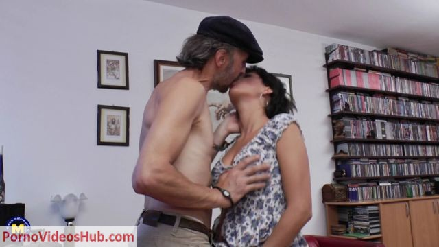 Mature.nl_presents_Sakira_19_-_Horny_babe_doing_a_dirty_old_man.mp4.00002.jpg