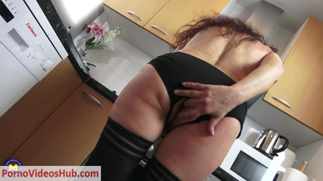 Mature.nl_presents_Zazel_Paradise__EU___51__in_Spanish_housewife_Zazel_Paradise_playing_with_a_cucumber_-_11.06.2018.mp4.00006.jpg
