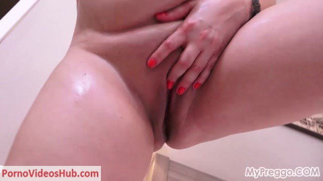 Mypreggo_presents_Sirale_Oils_Up_and_Fingers_herself.mp4.00012.jpg