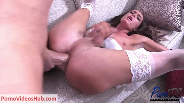 Pure-ts_presents_Amanda_Bell_and_Christian_in_two_lovers_get_after_it_in_the_honeymoon_suite_-_13.06.2018.mp4.00008.jpg