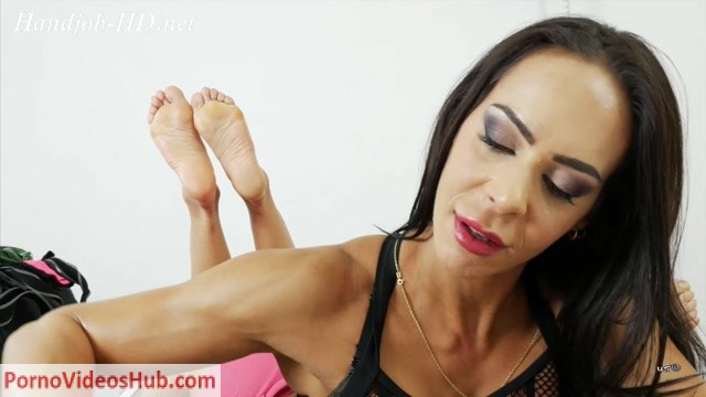 UNCHAINED_PERVERSIONS_GONZO_-_Angelina_Elise_-_MUSCULAR_HANDJOB.mp4.00010.jpg