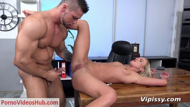 VIPissy_presents_Vinna_Reed_in_Soaking_The_Cleaner_-_18.06.2018.mp4.00006.jpg