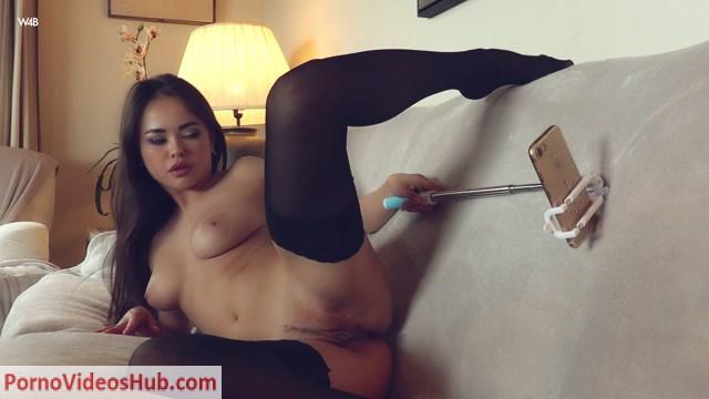 Watch Online Porn – Watch4Beauty presents Li Moon in How To Take Good Selfies – 24.05.2018 (MP4, FullHD, 1920×1080)