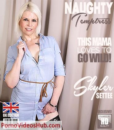 1_Mature.nl_presents_Skyler_Settee__EU___43__in_British_mature_temptress_playing_with_herself_-_24.07.2018.jpg