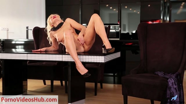 Anilos_presents_Sylvie_-_Classic_Beauty_-_20.07.2018.mp4.00010.jpg