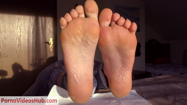 CRAZY_FOOT_WORSHIP.mp4.00002.jpg