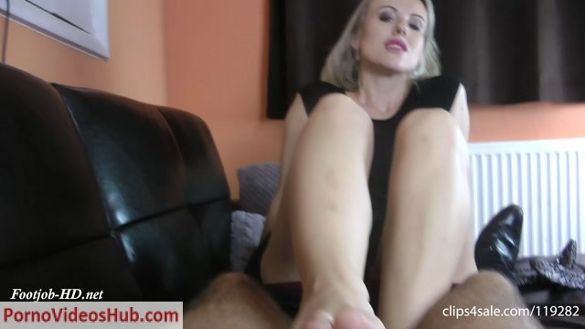 CumForMe_presents_Euro_Bar_Manager_Bossy_Toejob.mp4.00005.jpg