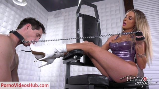 FemdomEmpire_presents_Jenna_Jones_-_Deepthroat_Heels_-_02.07.2018.mp4.00006.jpg