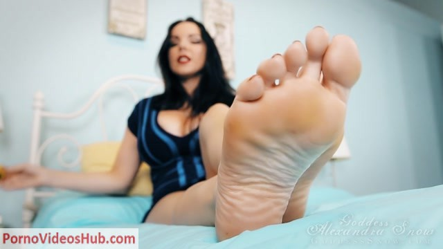 Goddess_Alexandra_Snow_in_More_Feet__More_Poppers.mp4.00011.jpg