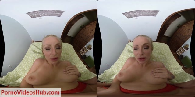 MilfVR_presents_Kayla_Green_in_Hostess_with_the_Mostess_-_19.07.2018.mp4.00012.jpg