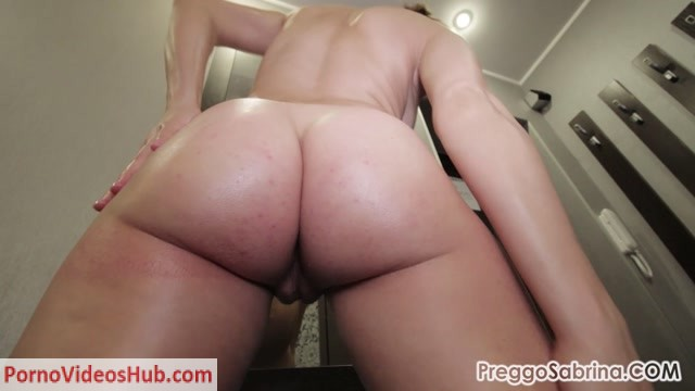 Watch Online Porn – PreggoSabrina presents Sabrina in e39 sabrina oils up her pregnant body (MP4, FullHD, 1920×1080)