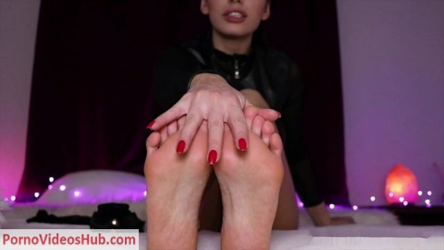 Watch Free Porno Online – Queen Regina in Foot fetish JOI Addicted (MP4, FullHD, 1920×1080)