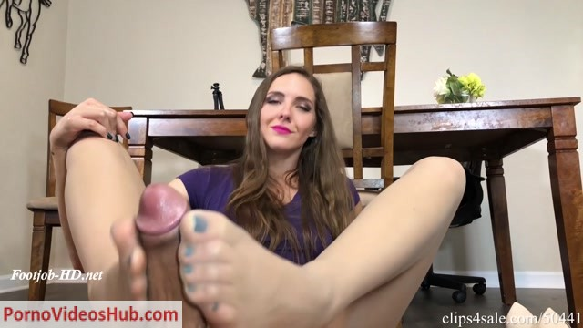 Sadie_Holmes_in_Caught_Staring_At_Moms_Feet_While_Washing_The_Dishes_Footjob.mp4.00010.jpg