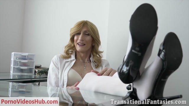 Watch Online Porn – Shemalestrokers presents Hot trans MILF Kacy TGirl loves cooking – 04.07.2018 (MP4, HD, 1280×720)