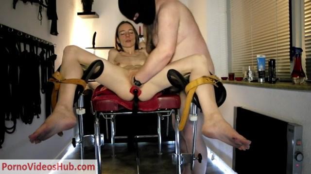 SicFlics_presents_Teen_pussy_fisting_in_bondage_-_01.07.2018.mp4.00002.jpg