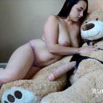 ManyVids presents Jeri Lynn – Thick Mom Fucks Big Dirty Bear Dick