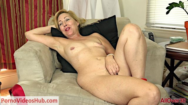 Watch Online Porn – Allover30 presents Goddess Justine 53 years old Interview – 11.08.2018 (MP4, FullHD, 1920×1080)
