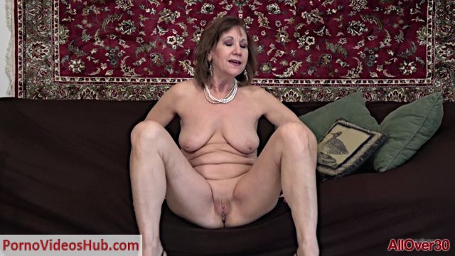 Allover30_presents_Lynn_58_years_old_Ladies_With_Toys_-_10.08.2018.mp4.00003.jpg