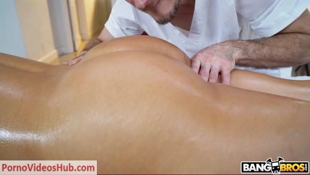 BangBros_-_BigTitsRoundAsses_presents_Jazmyn_aka_Kitana_Flores_in_Jazmyn_Gets_A_Deep_Tissue_Massage_-_23.08.2018.mp4.00002.jpg