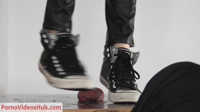CBTrample_presents_footjob-with-high-heels-1174.mp4.00011.jpg