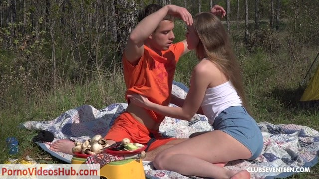 ClubSeventeen_presents_Alex_Diaz_-_Horny_young_couple_fucking_in_a_tent.mp4.00001.jpg