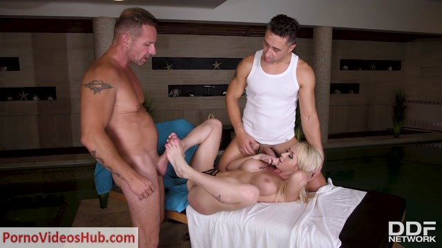 DDFNetwork_-_HandsOnHardcore_presents_Christina_Shine_in_Massage_For_All_Holes_-_22.08.2018.mp4.00007.jpg