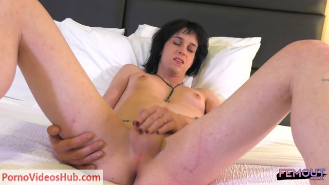 Femout.xxx_presents_Sonya_Hawthorn_Loves_Her_Dildo__-_30.08.2018.mp4.00003.jpg