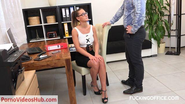 Watch Online Porn – FuckingOffice presents CZECH BITCH NAOMI BENNET FUCKED WITH HER BOSS – 13.08.2018 (MP4, FullHD, 1920×1080)